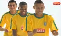 """Robinho, Neymar e Ganso dançando a música """"Single Ladies""""da Beyoncé em comercial da Seara, em 2010."""