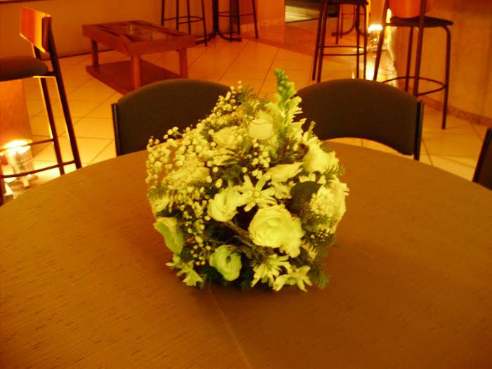 arranjo de mesa bola m c tulipa de viro e vela