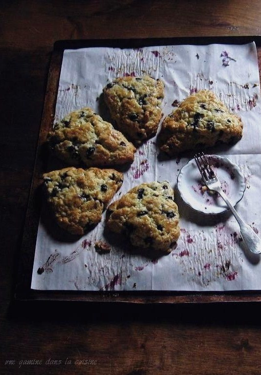 blueberry white chocolate & thyme scones | une gamine dans la cuisine