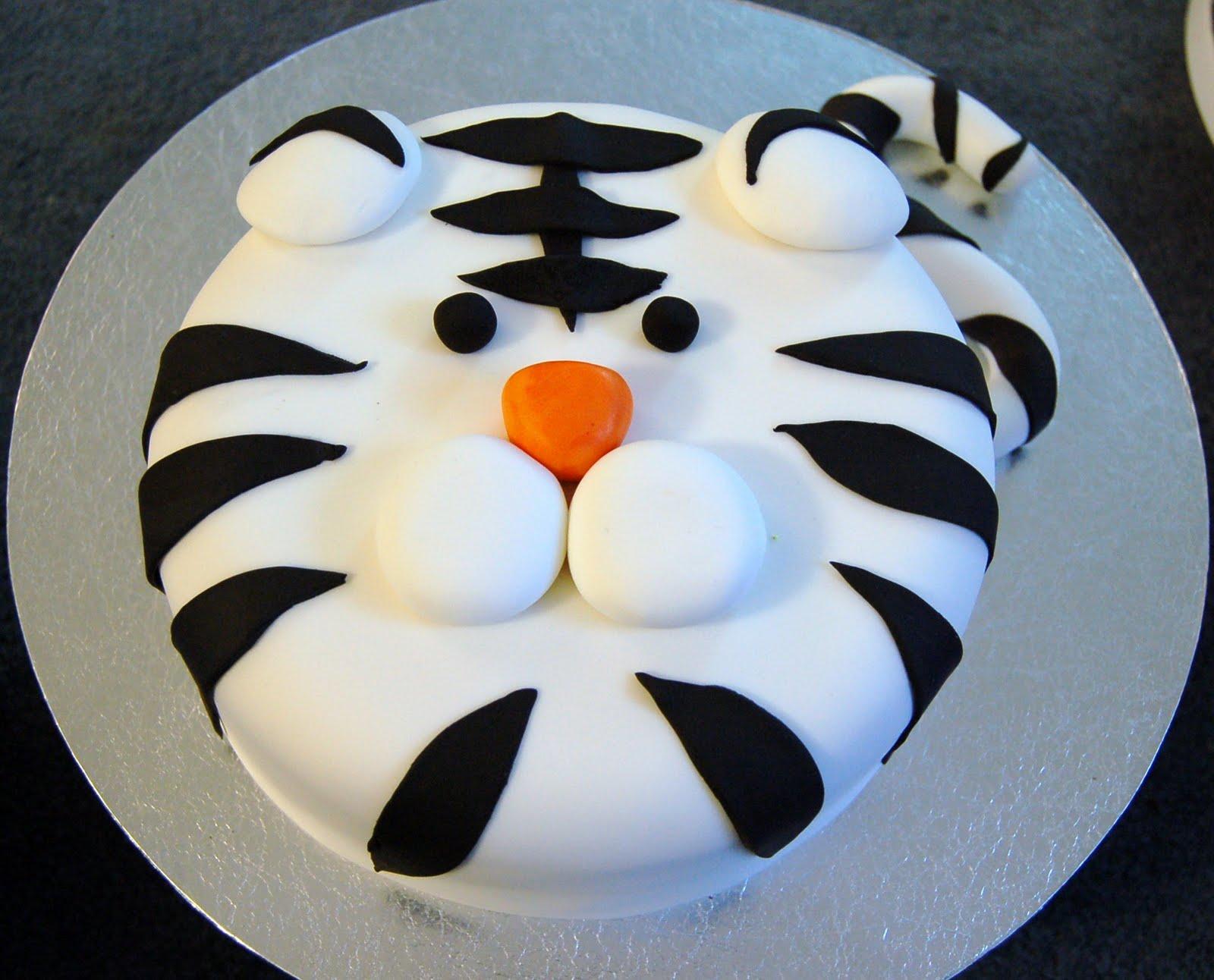 how to make a tigger cake