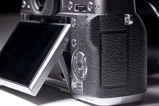 Il monitor basculante della Fuji X-T1GS
