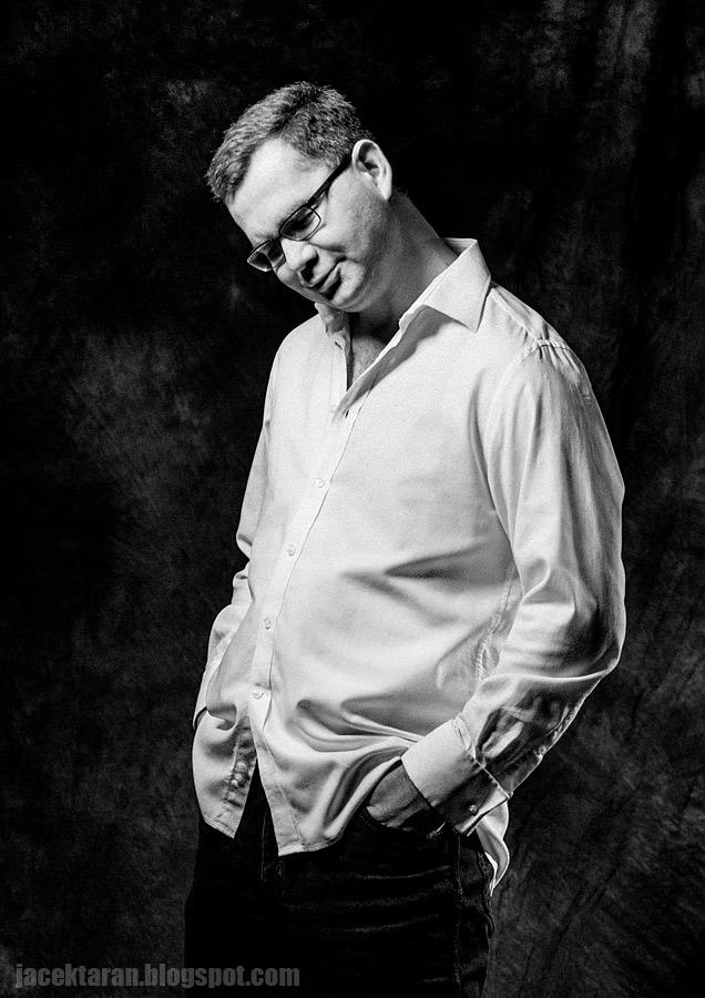 portret mezczyzny, fotografia portretowa, czarno-biale zdjecia, jacek taran, studio
