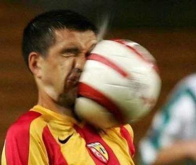 foto sepak bola lucu