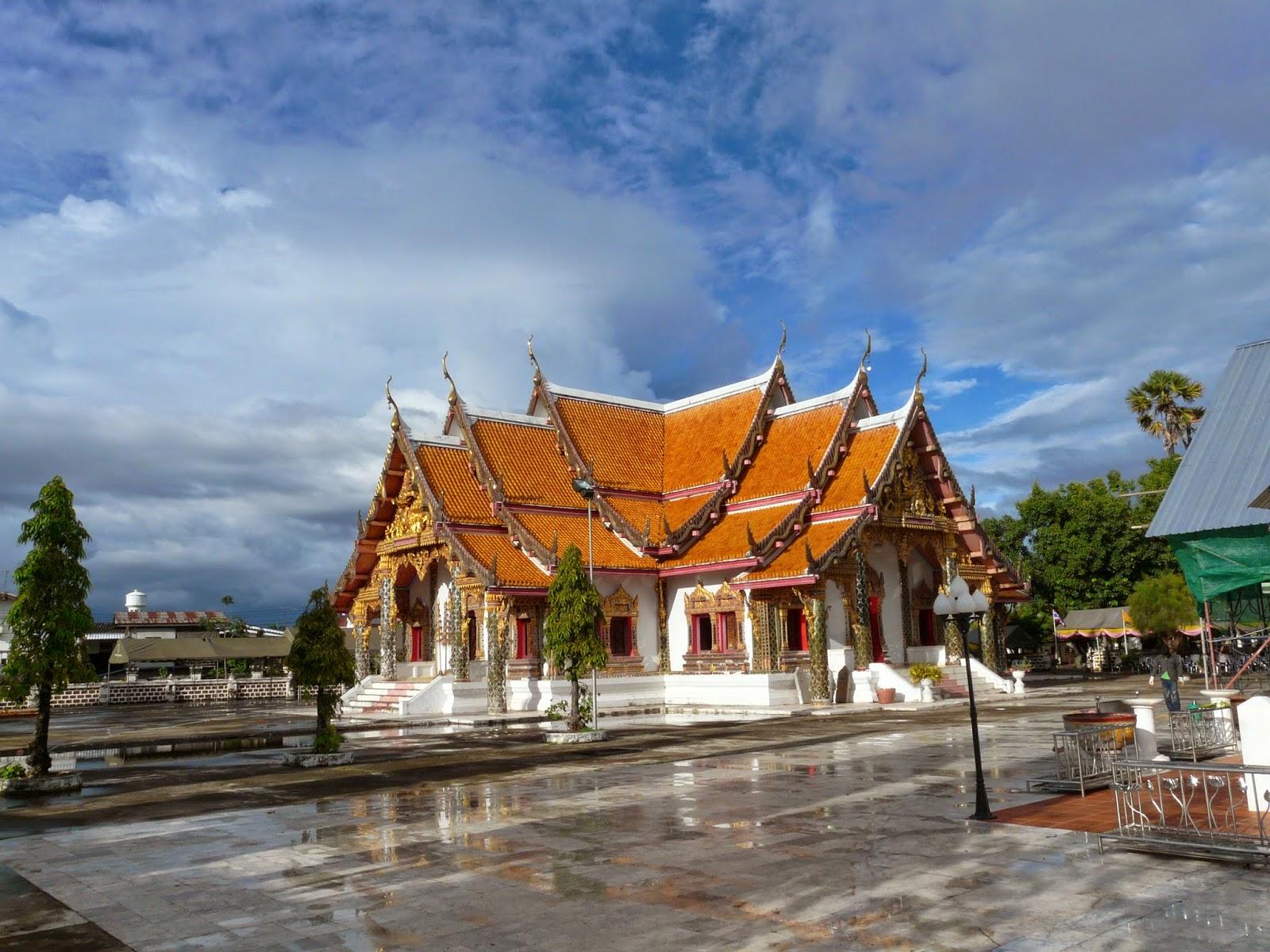 Wat Phra That Choeng Chum in Sakhon Nakhon