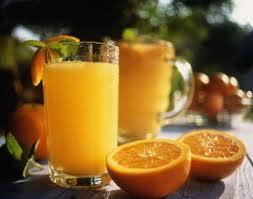 عصير البرتقال يومياً يقوي جهاز المناعة  ( فيتامين سي )