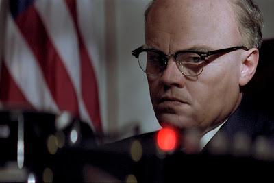 Leonardo DiCaprio caracterizado de J. Edgar Hoover, película del director Clint Eastwood