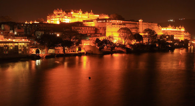 City palace Udaipur at night wallpapers and pictures