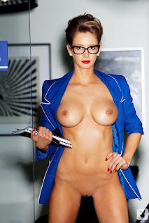 Emily Agnes pose sekretaris seksi