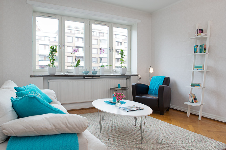 Decoraci n f cil un salon con detalles en turquesa for Decoracion hogar nordico