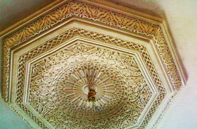 Salons du maroc et d coration orientale faux plafond tr s for Faux plafond platre salon marocain