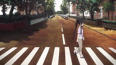 K-ON! frame. Mio cruzando Abbey Road. El Frame pertenece a la serie.