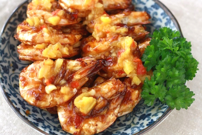 Sweet & Spicy Pineapple Prawns recipe by SeasonWithSpice.com