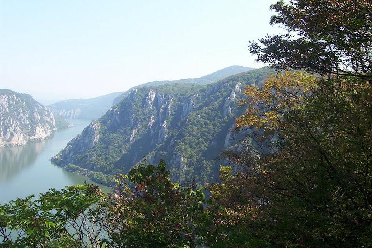 Vedere de pe Ciucaru Mare-spre Cazalele Mici