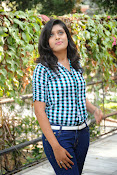 Liza reddy glam pix in jeans-thumbnail-3