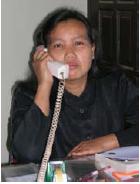 Dengan menelepon terjadi interaksi secara langsung meskipun tidak langsung bertatap muka.