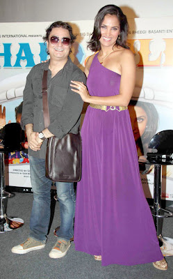 Lara Dutta and Vinay Pathak at Chalo Dilli film Promotion