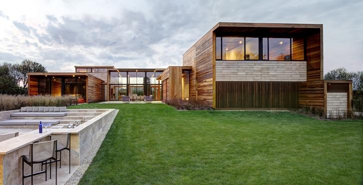 Backyard of Sam's Creek Home by Bates Masi Architects