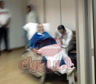 صورة لحسني مبارك وجمال مبارك من داخل الأستراحة