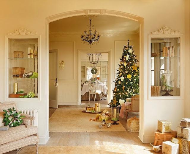 recibidor con árbol de navidad