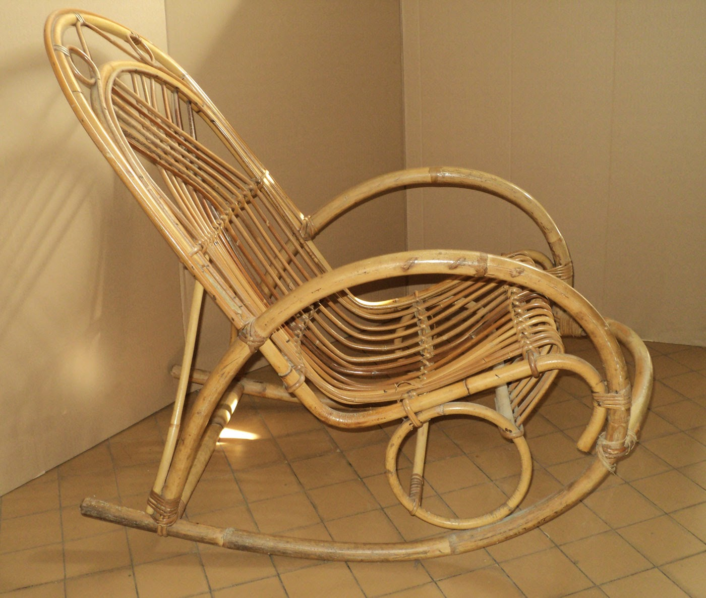 Piccola sedia a dondolo in bamb vintage small bamboo rocking chair ebay - Sedia a dondolo usata ...