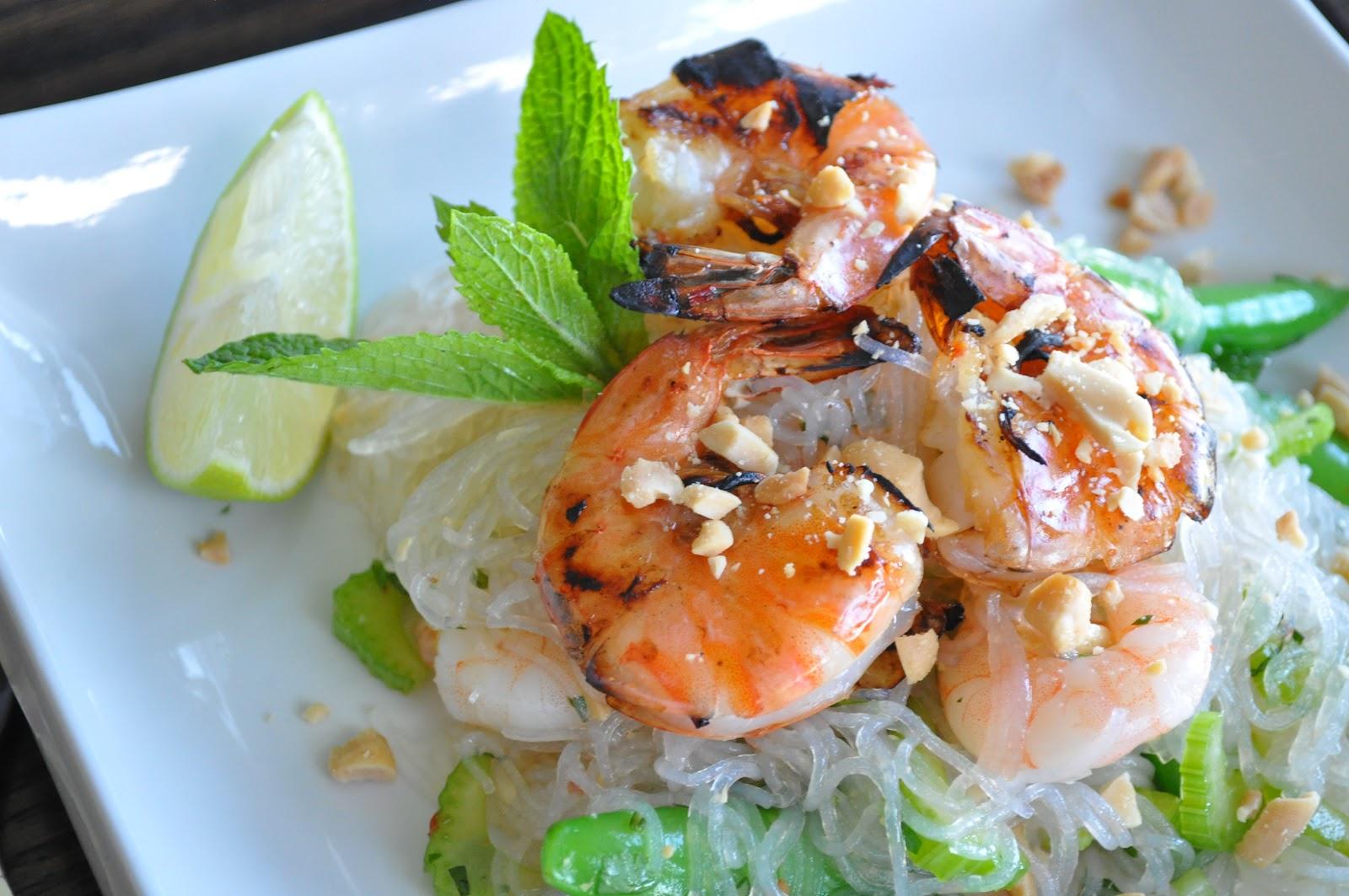 thai noodle salad with shrimp yum woon sen