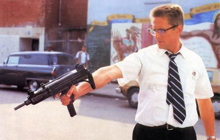 Foster pointing machine gun Falling Down 1993 Michael Douglas movieloversreviews.blogspot.com