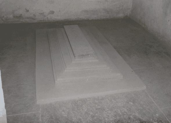 Makam sederhana ratu Jodha