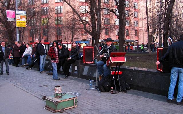 Москва, барды на улицах города