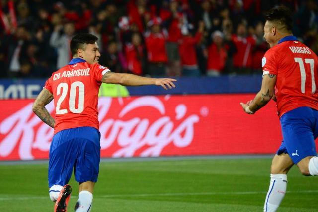 Contratado recentemente pelo Bayer Leverkusen, Charles Aránguiz está entre os convocados de Sampaoli (Foto: MARTIN BERNETTI / AFP)