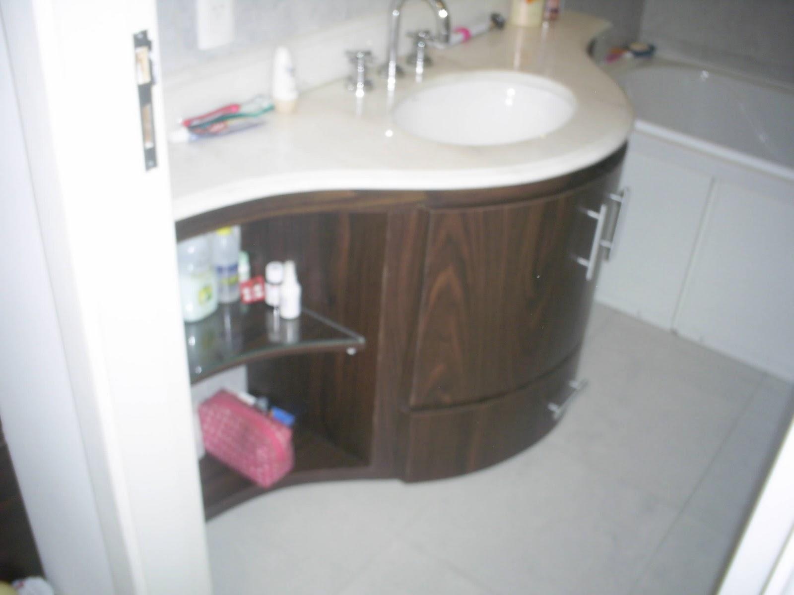 Castello Marcenaria: Gabinete Banheiro Arredondado #7E4D56 1600 1200