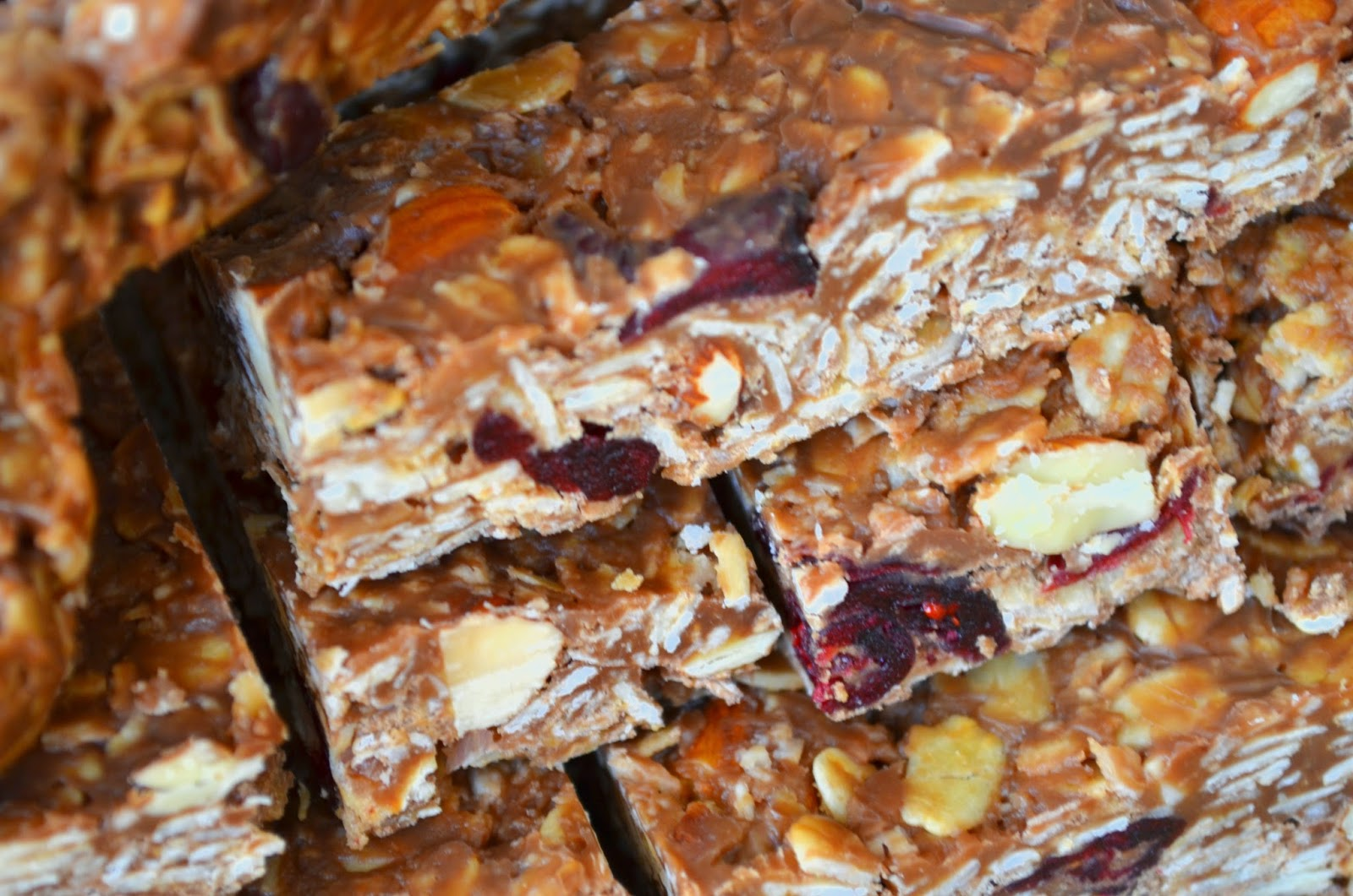 Almond and cranberry muesli bars