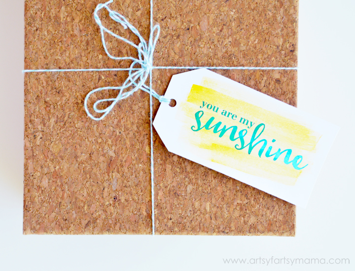 Free Printable Foil Watercolor Gift Tags at artsyfartsymama.com