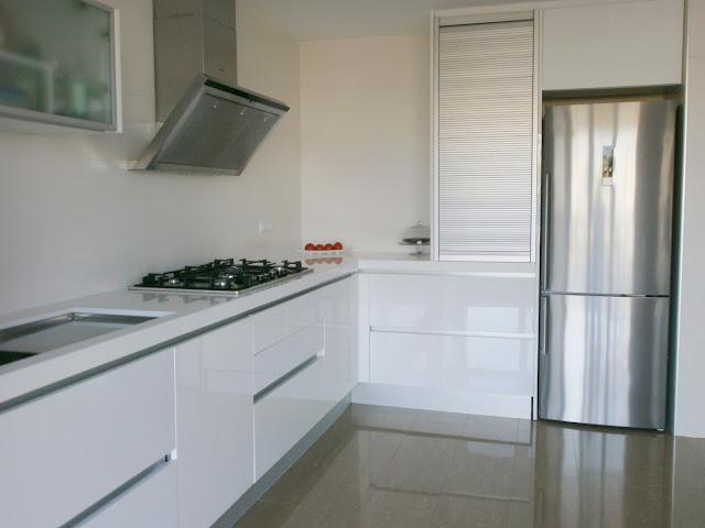 El blanco en la cocina una apuesta segura cocinas con - Remates encimeras cocinas ...