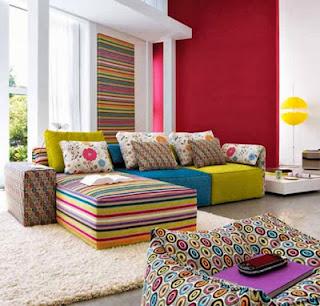 Ruang Tamu Penuh Warna