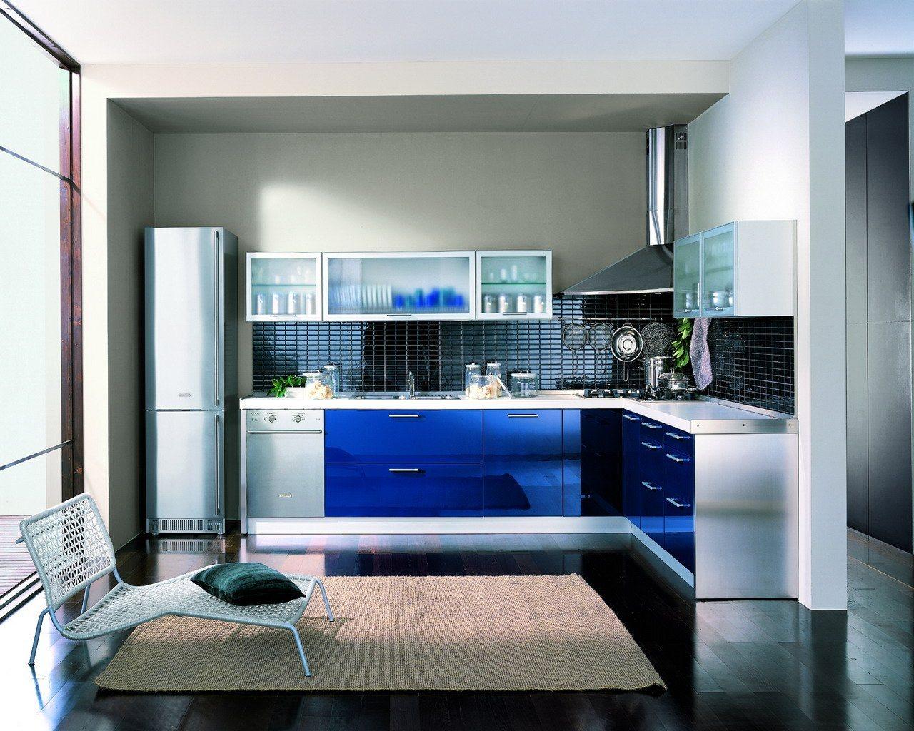 Decorar com azuldeixa o ambiente elegante e acolhedor. Segundo a  #153479 1280x1024 Banheiro Com Decoração Azul