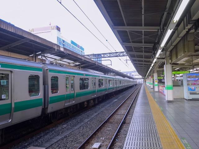 埼京線電車,池袋駅〈著作権フリー無料画像〉Free Stock Photos