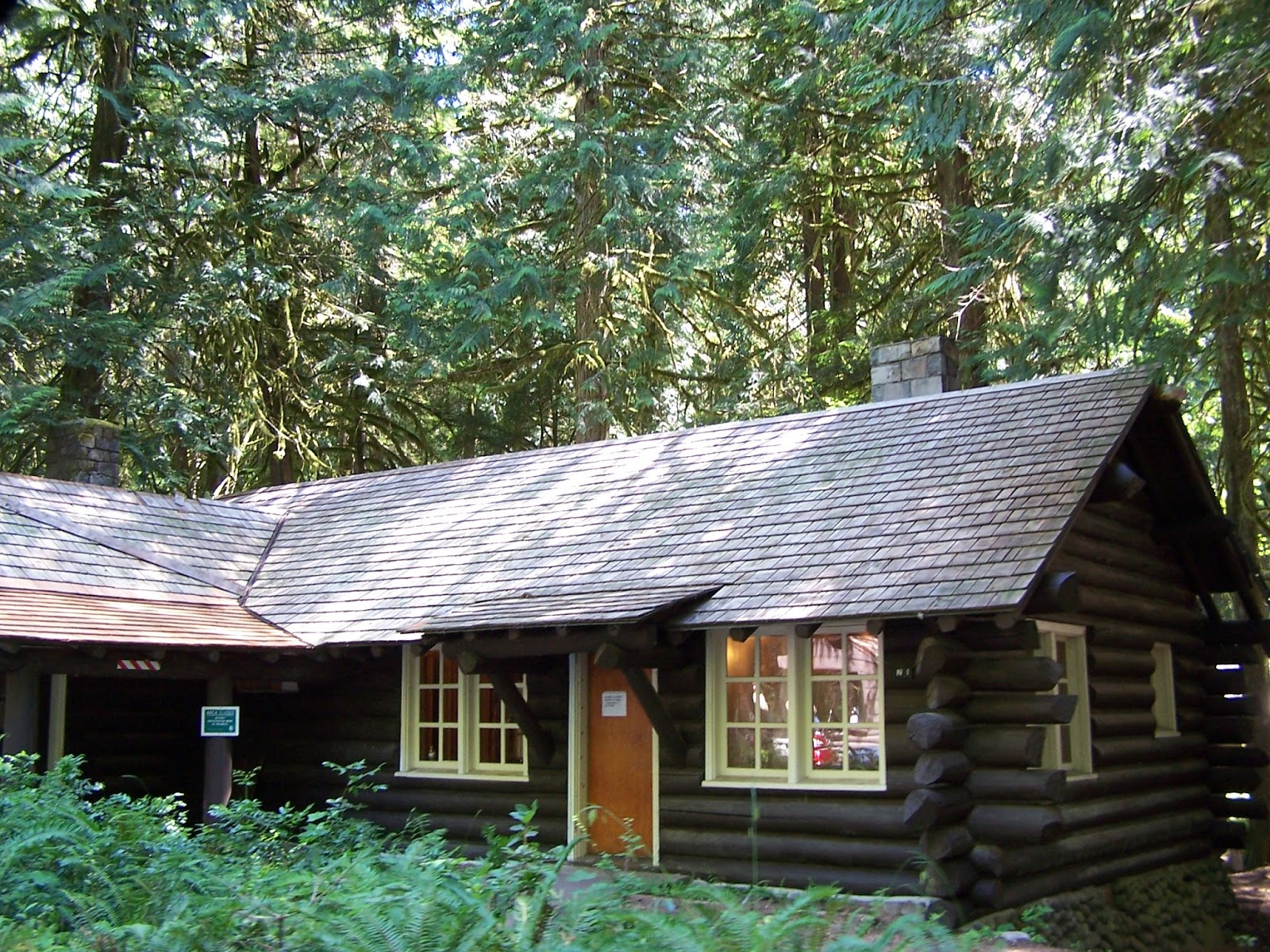 Beatrice euphemie the architecture of mt rainier for Log cabin architecture