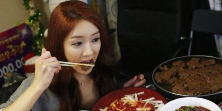 Makan malam sering kali menjadi momok bagi wanita. Hal tersebut dikarenakan makan malam bisa meningkatkan berat badan dengan cepat dan menjadi gemuk.