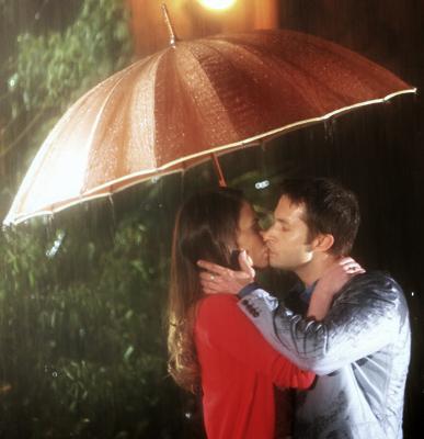 Professora Helena e Renê se Beijando apaixonadamente - Novela Carrossel SBT 2013