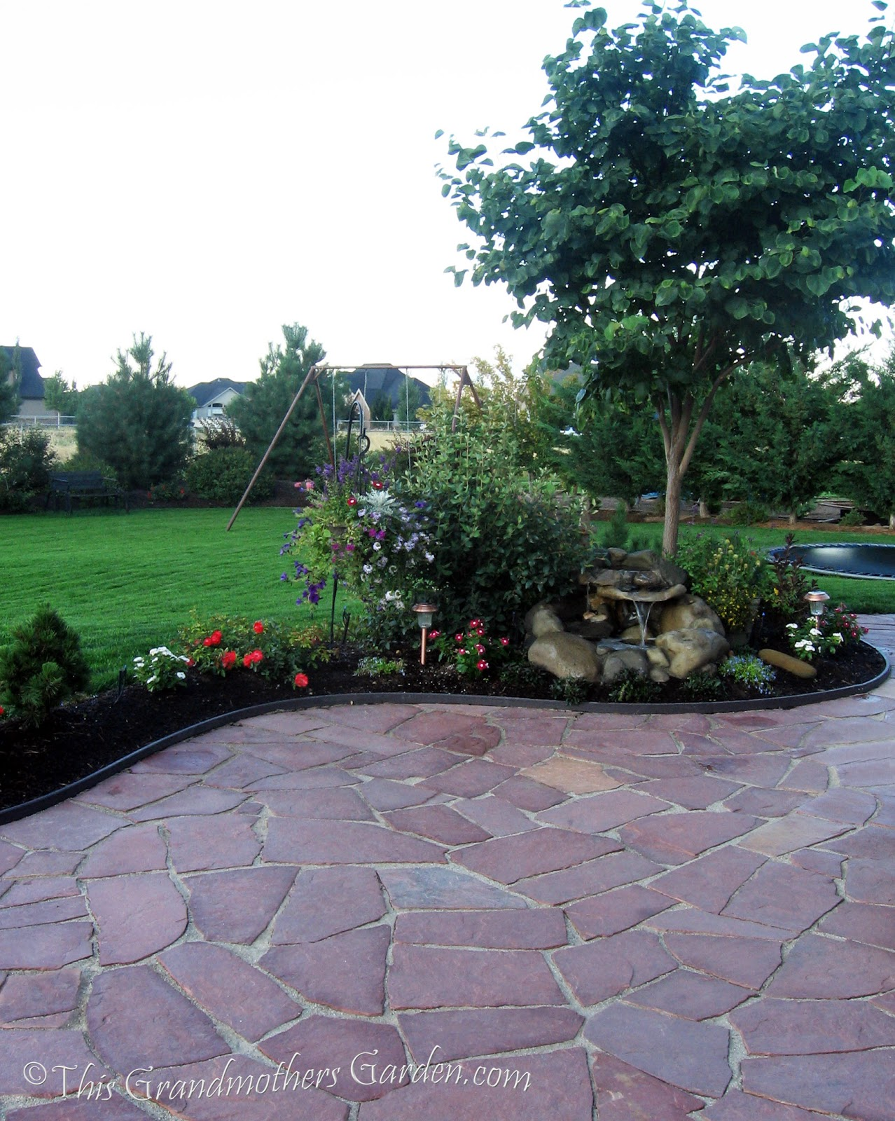 Building A Flagstone Patio : This grandmother s garden you can build a flagstone patio
