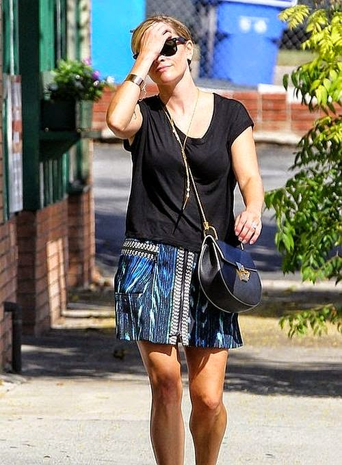 Nothing more healthier than a laser focus workout on keeping your body healthy and fit. That exactly the vibe we are getting from Reese Witherspoon, who was spotted walking so lonely in West Hollywood, California on Tuesday, September 2, 2014.