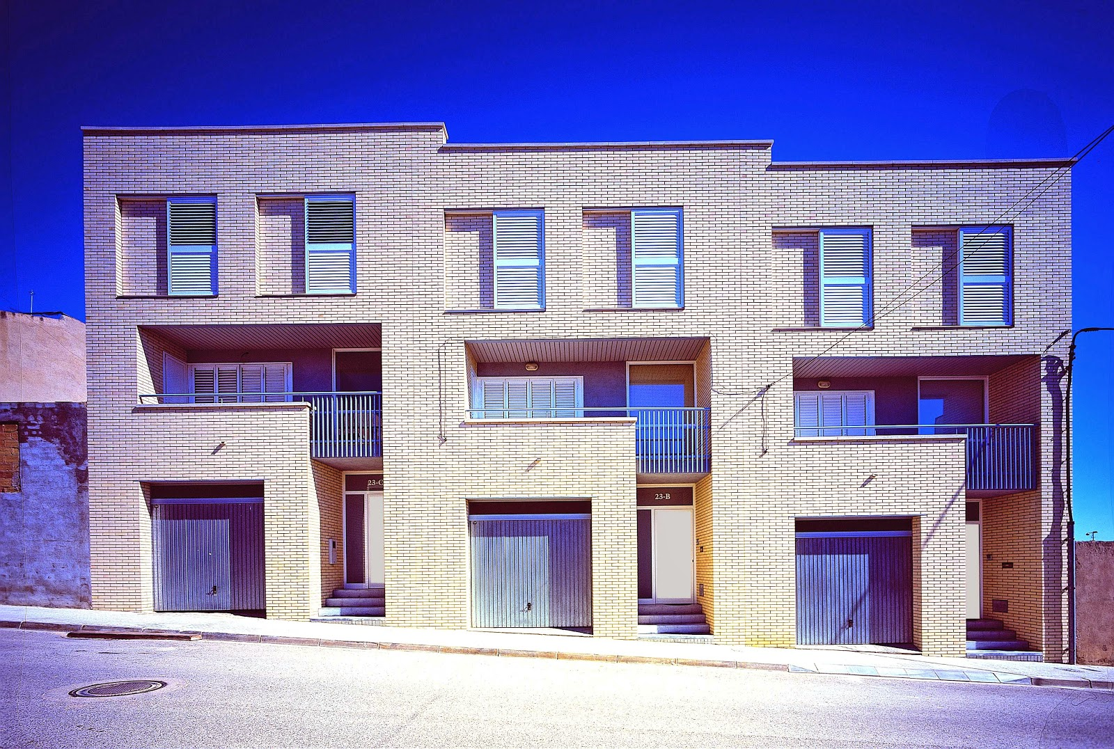 Aguilera guerrero agua arquitectos 3 viviendas - Arquitectos tarragona ...