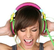 headphones_loud - الاغاني والموسيقي ذات الصوت العالي تؤدى الى فقدان حاسة السمع تدريجيا - listening to loud music