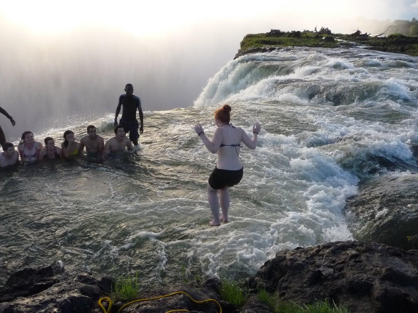 Run gloria run living on the edge in victoria falls for La piscina del diablo