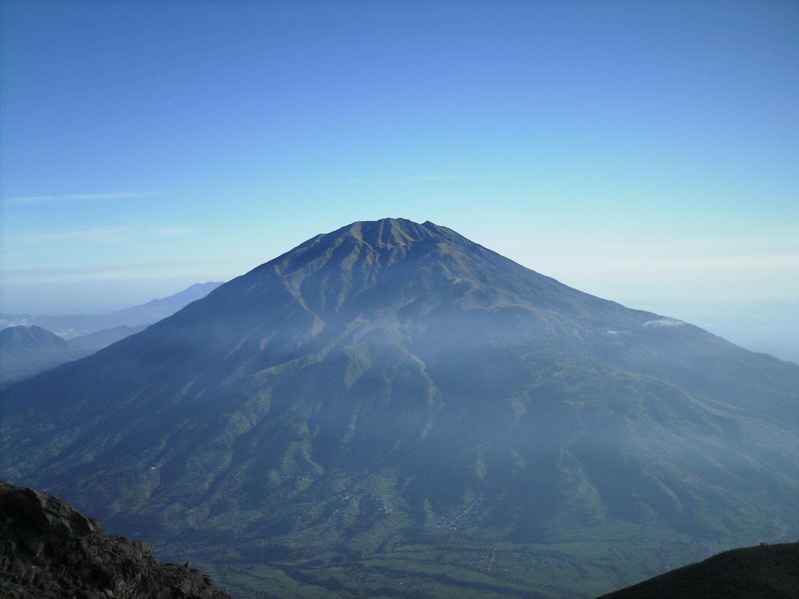 Kisah Misteri dari 12 Gunung Yang Ada di Pulau Jawa  Juru Kunci