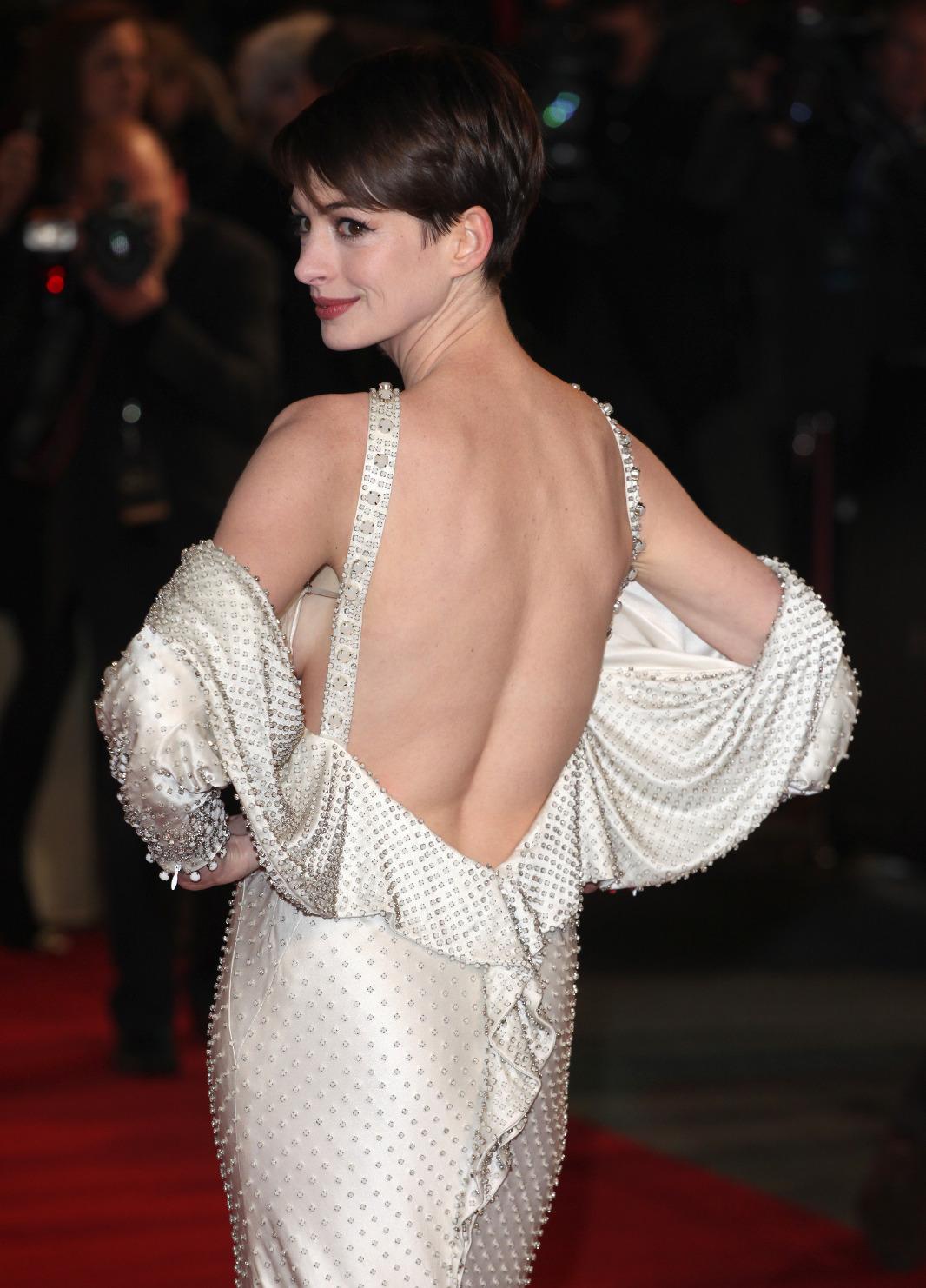 http://1.bp.blogspot.com/-soUAaLsYBOU/USoxcEH1PuI/AAAAAAAAAIc/9ikhPtawvN0/s1600/Anne+Hathaway+5.jpg