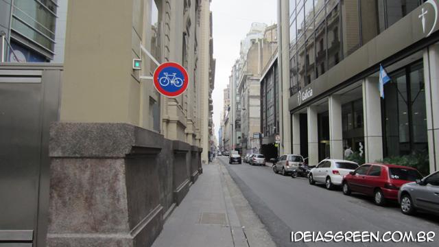 As ciclofaixas de Buenos Aires são inúteis