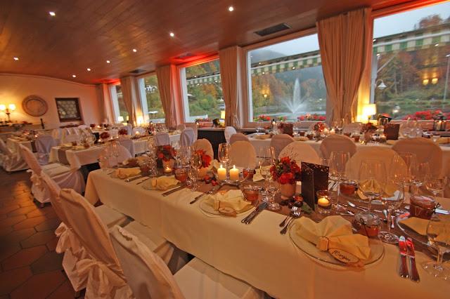 Herbst-Hochzeit im Kaminzimmer im Seehaus am Riessersee - Fall wedding venue in Garmisch, Bavaria, lake Riessersee, fireside room
