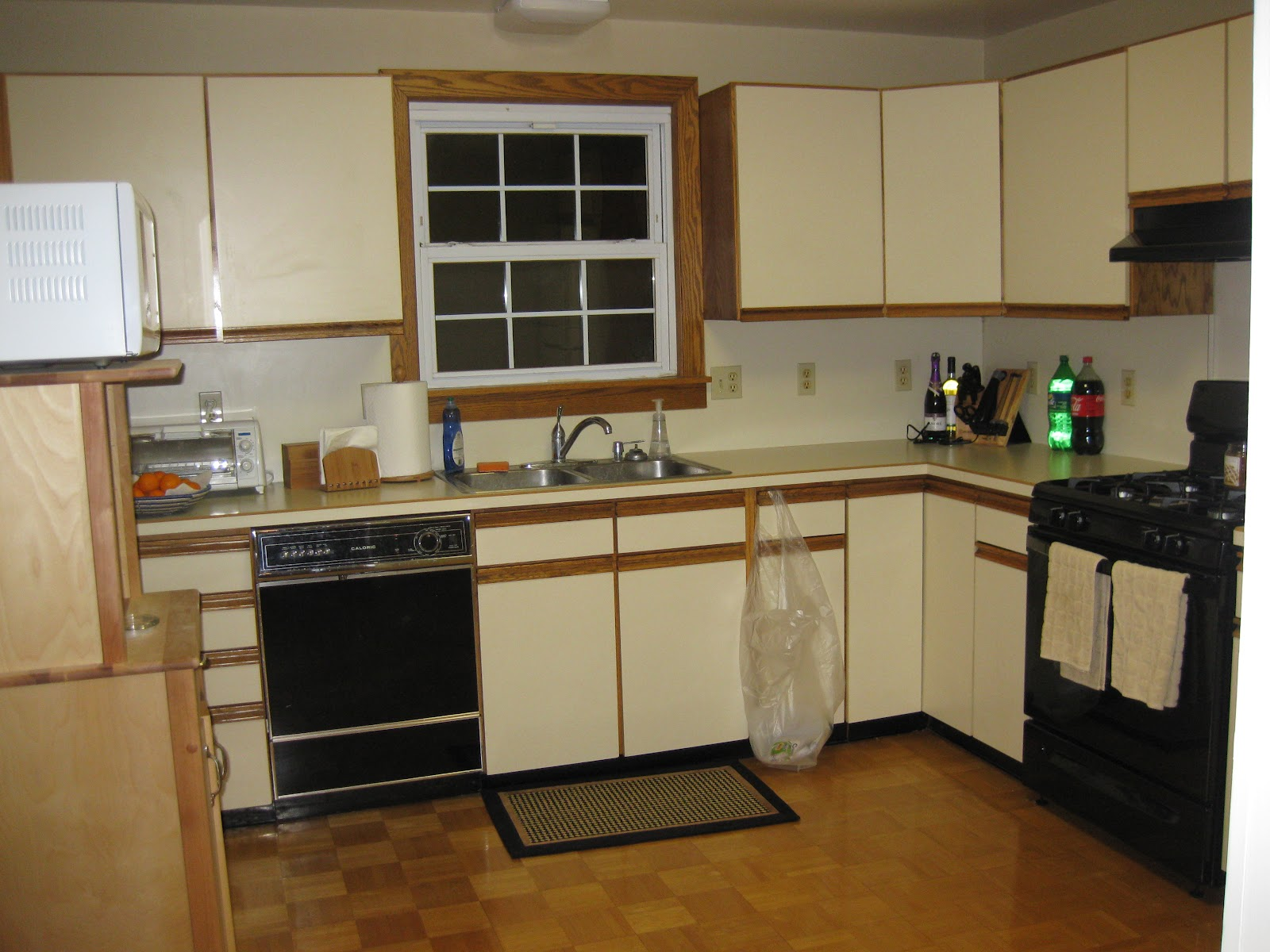 Refinish laminate kitchen cabinets refinishing laminate for Kitchen cabinets laminate