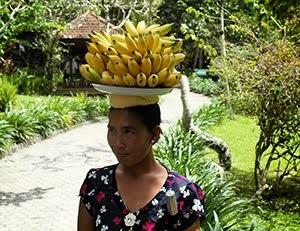 Bananas saleswoman